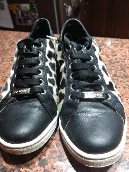 Zapatillas Cuero Negro Con Detalle En Print. Envíos