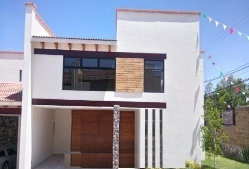 Estrena Hermosa Casa En Privada Con Alberca Ubicada En Bosque Real !!