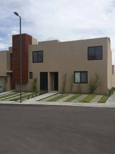 Se Renta Linda Casa, Zakia, 2 Habitaciones, 2.5 Baños, Estudio, Alberca, Jardín