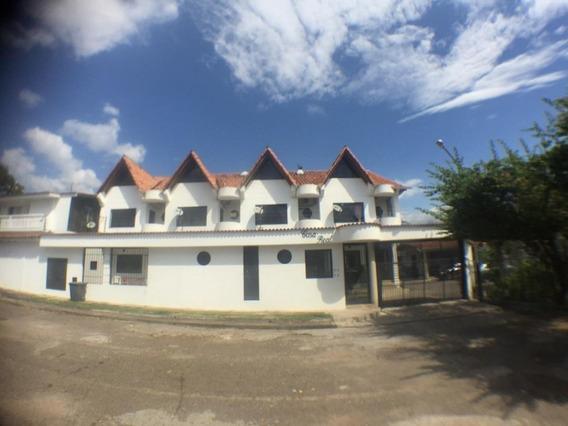 Casa En Pueblo Nuevo. Urbanización Casa Real