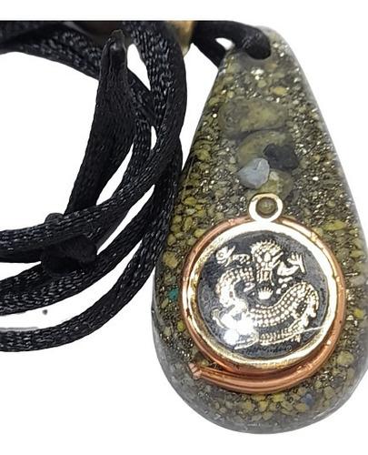 Imagen 1 de 3 de Orgonita Con Figura De Dragón En Metal Traé Cobre Cuarzos
