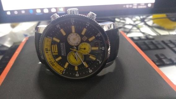 Relógio Magnum Com Detalhes Em Amarelo
