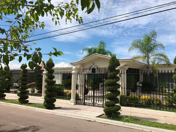 Hermosa Casa Con Excelente Ubicacion Y Acabados De Lujo