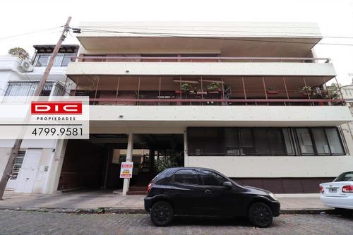 Excelente Cochera Cubierta Ubicada En El Centro De Olivos