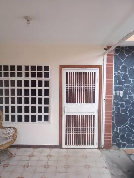 Apartamento En Alquiler En La Unidad Vecinal Planta Baja. Sc