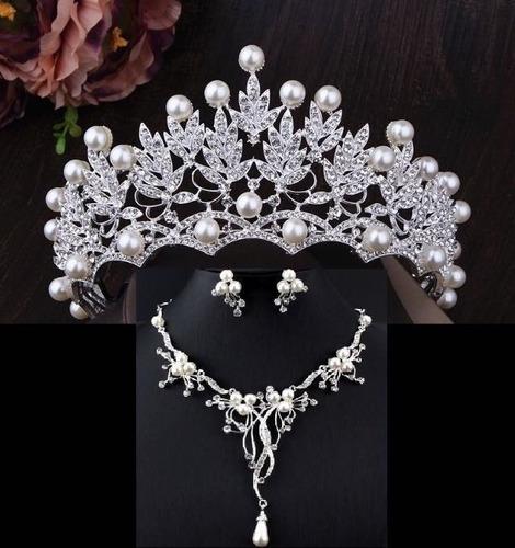 Imagen 1 de 3 de Corona Tiara Tocado Aretes Collar Novia Xv Cristales Set