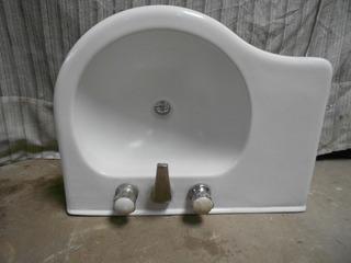 Bacha Baño Ferrum Con Griferia Impecable Porcelana Sanitaria