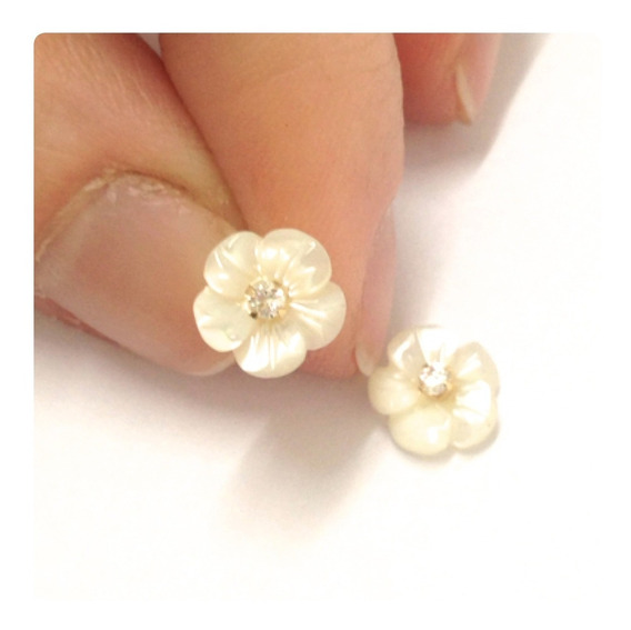 Brinco Flor De Madrepérolas De 8 Mm Zircônia Branca Ouro18k