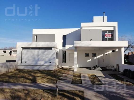 Casa En Venta En La Calandria 3 Dormitorios Zona Sur Avda. Valparaiso Al 7500