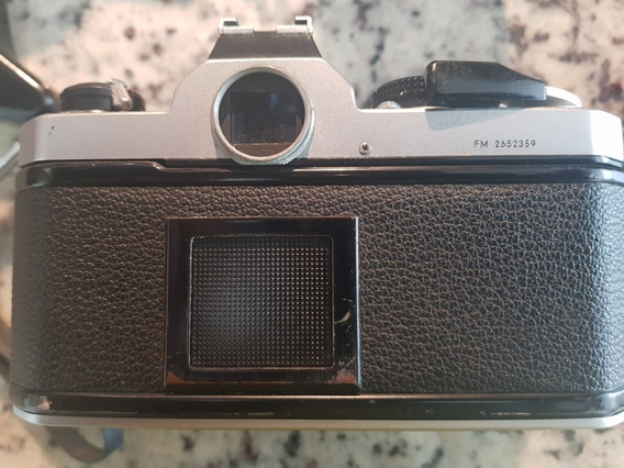 Camara Nikon Model Fm2652359 Con Varios Accesorios