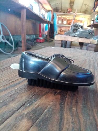 Zapato De Plástico Con Cepillo Y Calza Calzado