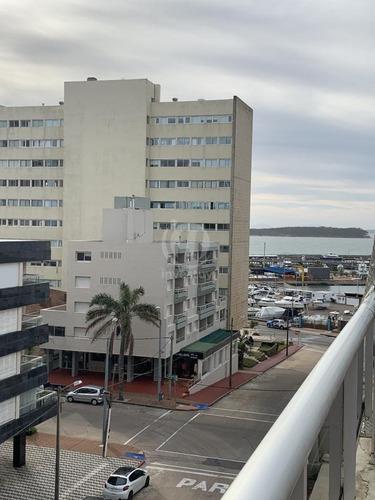 Venta De Apartamento Puerto De 3 Dormitorios Y Barbacoa Propia