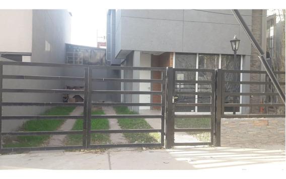 Casa En Alquiler - Favaloro Y Av De Las Libertades
