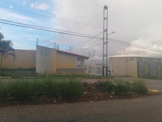 Casa En Venta En La Mora, Cabudare