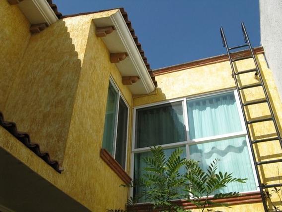 En Renta Casa En Milenio Iii, Estilo Mexicano, Con Bóveda Catalana, Ubicadisima.