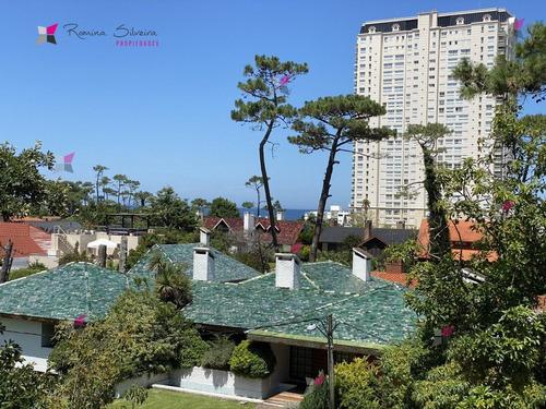 Apartamento En Mansa 3 Dormitorios- Ref: 9511