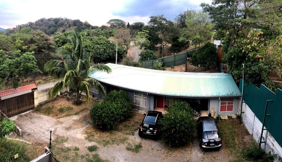 Complejo De Apartamentos En Mora, Colón C174