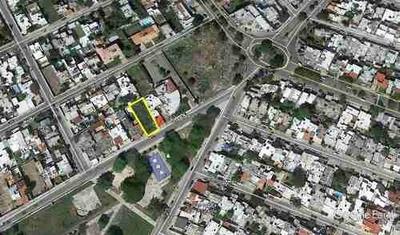 (crm-4184-2820) Terreno Comercial En Venta En Merida, Frente A Parque Los Pinos