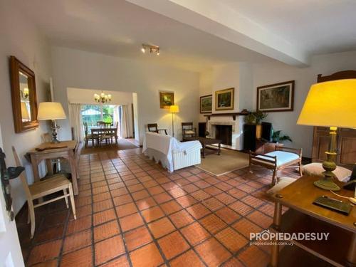 Casa En Venta, Impecable !- Ref: 1044