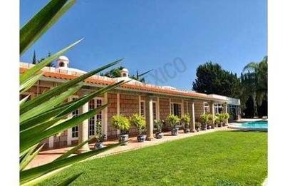 Lujosa, Excepcional Casa Residencial Con Alberca, Un Concepto De Vida Único En La Florida $24,500,000.00
