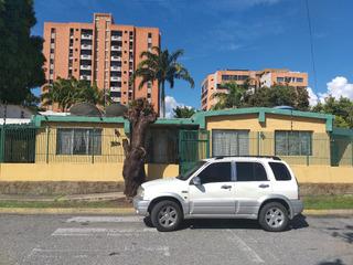 Casa Esquina Triangulo Del Este 4 Hab. 2 Baños Ideal Bodegon