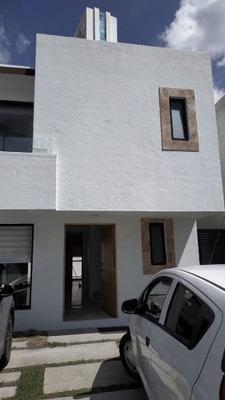 Renta De Hermosa Casa En Juriquilla, Los Olivos 2 Plantas 3 Habitaciones