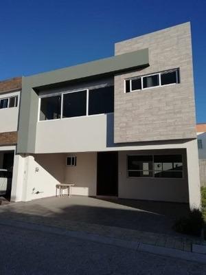 Casa En Venta En Fraccionamiento Cerrado Cerca Vìa Atlixcayotl