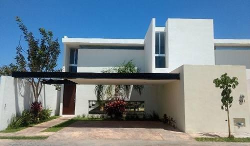 Casa En Venta En Mérida, Yucatán, Dzitya En Privada Campo Cielo