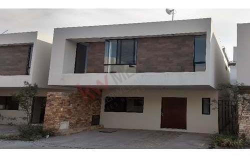 Padrisima Casa En Condominio Nuevo Con Alberca, Juriquilla, Querétaro