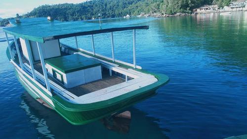 Imagem 1 de 12 de Barco De Madeira Traineira