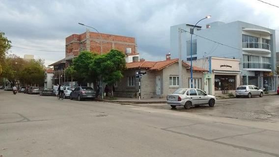 Casa En Venta En Rivadavia Esq. Olazabal Centro - Alberto Dacal Propiedades