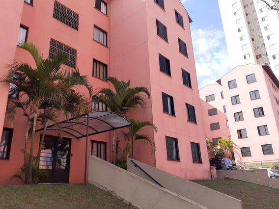 Apartamento De Dois Dormitórios Com Vaga De Garagem