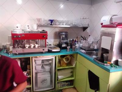 Derecho De Llave De Hermosa Cafetería En