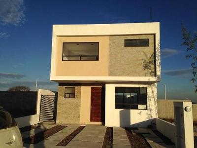 Venta De Casa Con 3 Recamaras En Privada Con Alberca, El Mirador