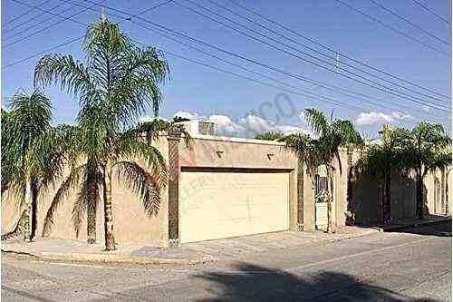 Casa En Esquina, De Una Sola Planta, En Venta, Colonia Navarro, En Excelentes Condiciones Y Bellos Acabados