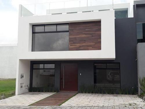 Casa Sola En Venta * Lomas De Angelópolis *