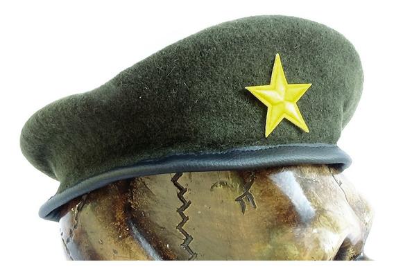 Boina Militar En Color Verde Con Parche Bordado
