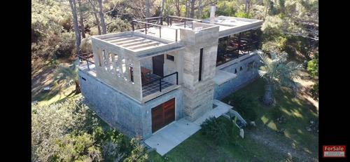 Moderna Y Sólida Propiedad En El Balneario San Antonio