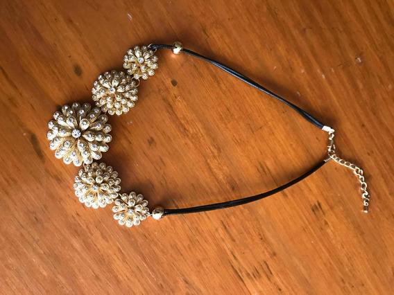 Hermoso Collar De Flores Doradas Con Brillos