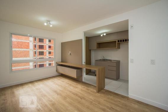 Apartamento No 4º Andar Com 2 Dormitórios E 1 Garagem - Id: 892950026 - 250026