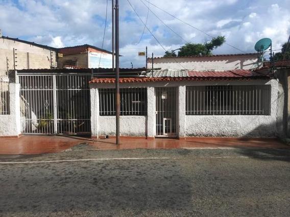 Casa En Venta Los Guayos Valencia Carabobo 19-16277 Dag