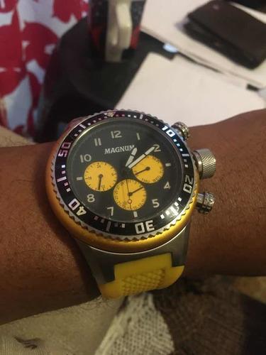 Imagem 1 de 1 de Relógio Amarelo Magno