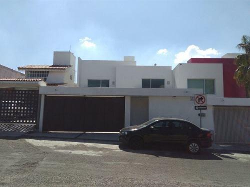 Residencia En Colinas Del Cimatario, Jardín, Cto Serv, 3 Recámaras, Estudio..