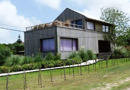 Venta Casa Moderna, Ecológica, Punta Piedras [código 131nv]