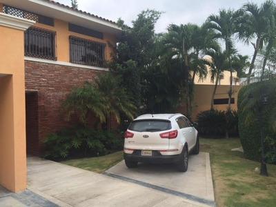 Casa En El Ensanche Julieta De 3 Habitación Gran Patio