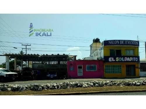 Venta Local Comercial Colonia Los Pinos Veracruz Veracruz. Ubicada En La Av. Cuahutemoc Esquina Con J.m. Arriaga, La Propiedad Consta De Un Autolavado Con Galera Y Un Local Comercial Con Un Medio Bañ