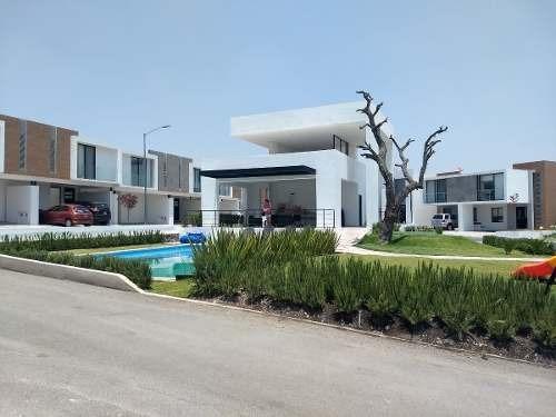 Venta De Casas En El Refugio En Cluster Con Alberca $2,107,000