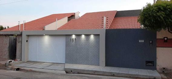 Casa Com Três Quartos Em Parnaíba