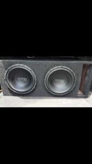 Un Amplificador De 1200 Watts Y Dos Woofers De 400 Watts Rms