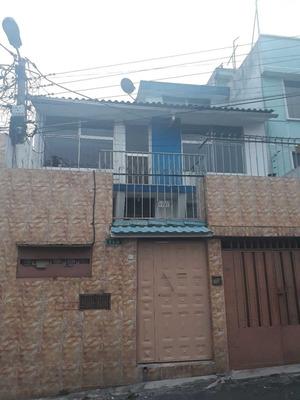Casa 9 Ambientes, 2 Baños Completos, Patio, Garaje.